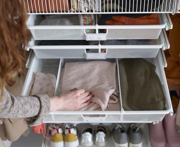 regalsysteme kleiderschrank elfa regalsystem. Black Bedroom Furniture Sets. Home Design Ideas